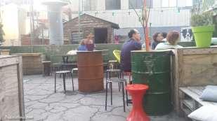 The Hills Rooftop bar ; avec une amie. Pas l'idée que nous nous étions faite. Trop bas par rapport aux buildings !