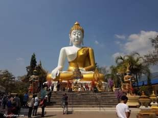 wat-phra-that-doi-kham-temple-6