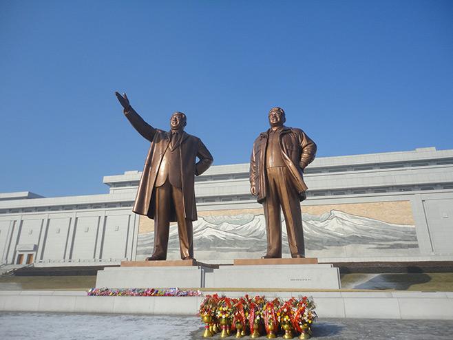 first impression of North Korea (D.P.R.K), Kim il Sung Stature