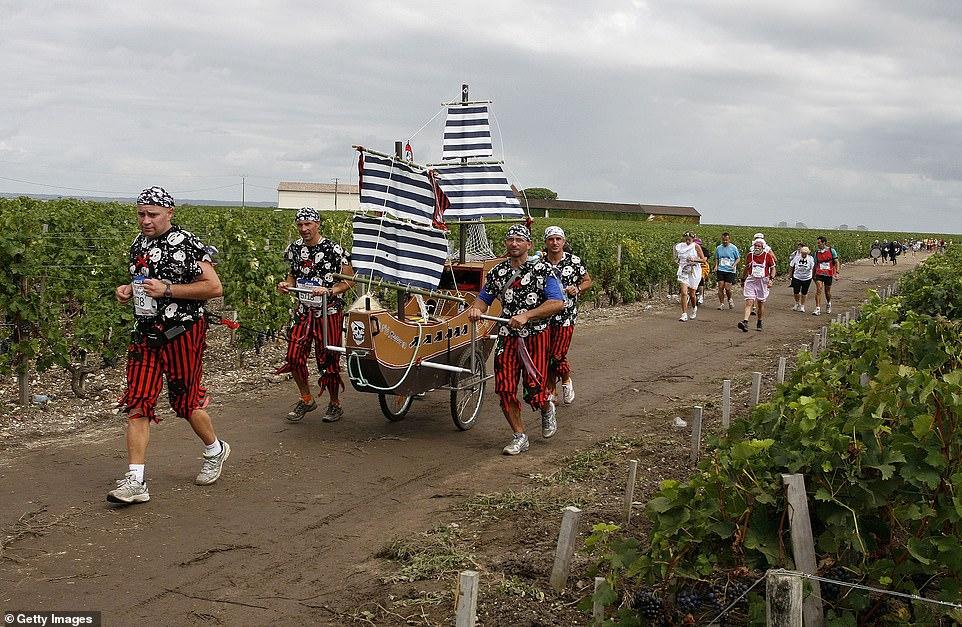 從馬拉松看出法國人也超ㄎㄧㄤ 「變裝馬拉松」沿途還可以喝紅酒、吃起司 - TripGo 旅行趣