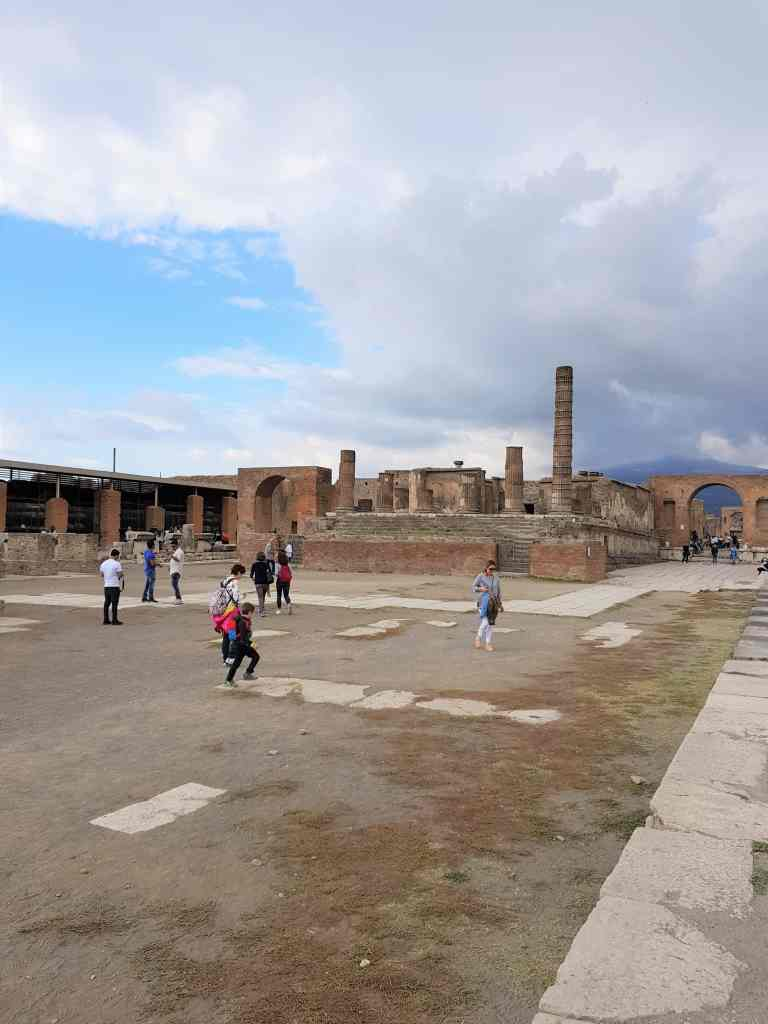 Is it worth to go and visit Pompeii