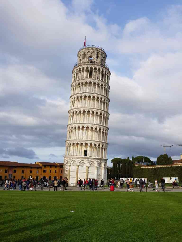 What keeps the leaning tower of Pisa from falling