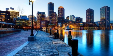 Molo di Boston di notte