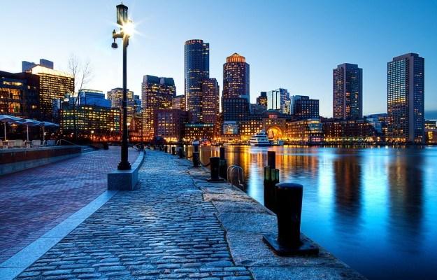 Molo di Boston di notte
