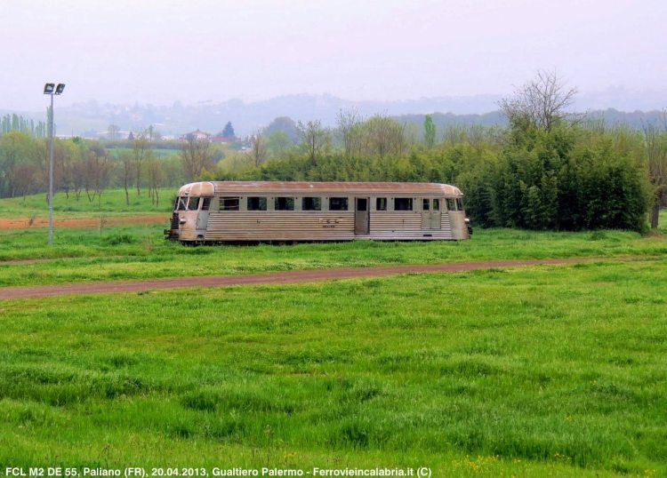 antico locomotore nella riserva di paliano