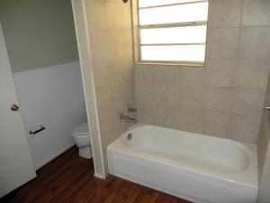 Debbie130_Bathroom2
