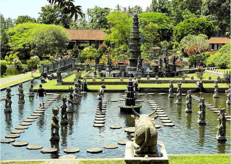 Alam Candi Dive Resort 1