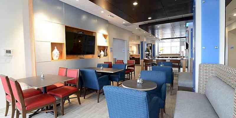 Holiday Inn Express & Suites Chicago North Shore Niles 13
