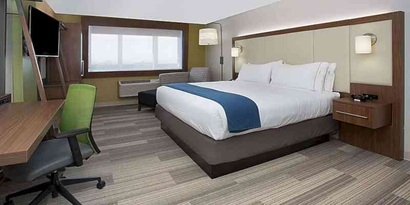 Holiday Inn Express & Suites Chicago North Shore Niles 16