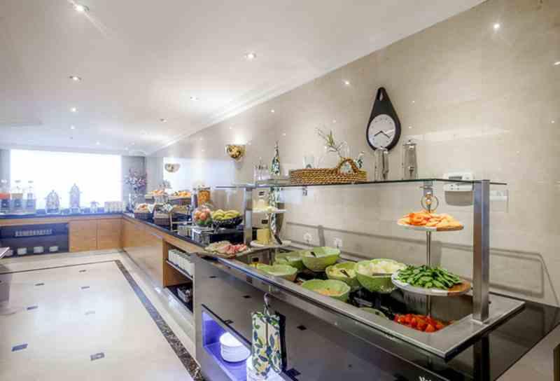 Golden Sands Hotel Apartments Dubai: Chic, Comfortable ...