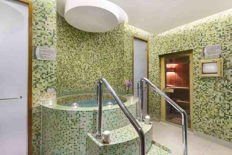 Ramada By Wyndham Jumeirah Hotel 4