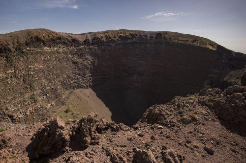 small resolution of mount vesuvius crater