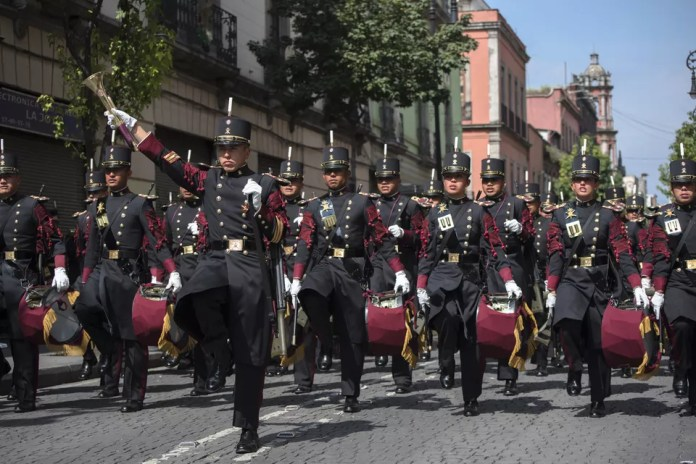 Military personnel in the Mexican independence day celebration in downtown Mexico City