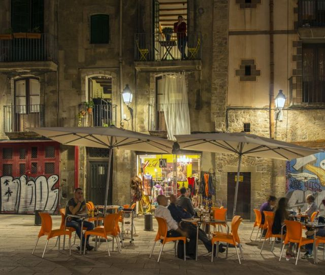 Gothic Quarter Walking Tour Night View Of A Barrio Gotico Outdoor Cafe With Tourists Seated Barcelona Catalonia