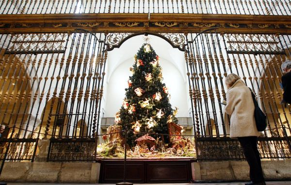 Christmas Tree And Baroque Creche Met