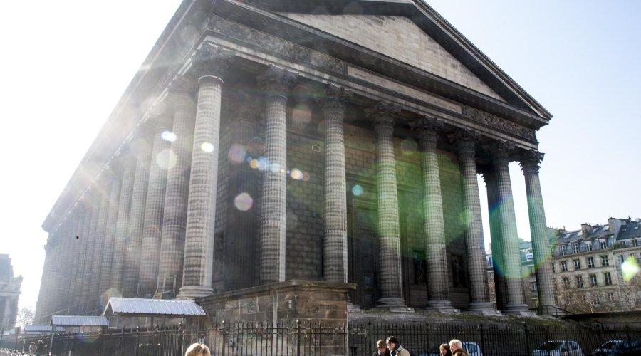 Madeleinen kirkko täyttää koko ison aukion. ©tripsteri.fi / Anuliina Savolainen