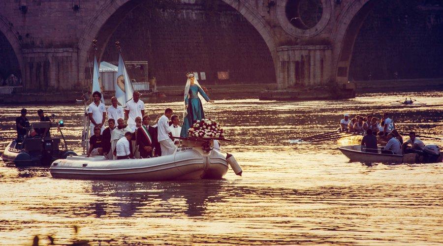 Madonna Fiumarola Tiber-joella © Dorli Photography Flickr CC