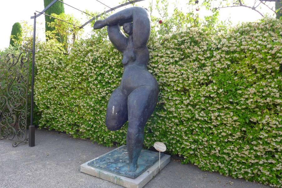 """Tobiassen """"Venus"""" rehevöittää Le Mas de Pierren taidekokoelmaa. © Tripsteri/Anneli Airaksinen"""