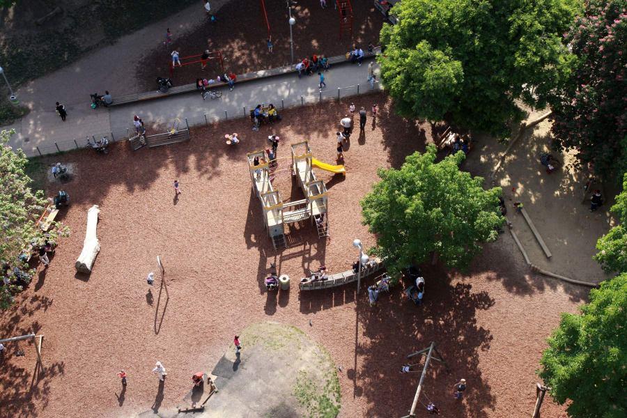 Wienissä on lukuisia hyviä leikkipuistoja. Tämä sijaitsee Haus des Meeresin kupeessa. Kuva: Elina Raittila