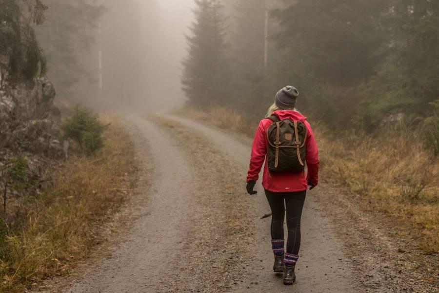 Syksyisellä metsäretkellä Østmarkassa. © Joakim Mangen / tripsteri.fi