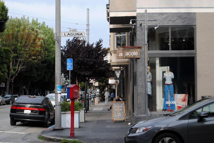 Hayes Streetin ja Laguna Streetin kulma.