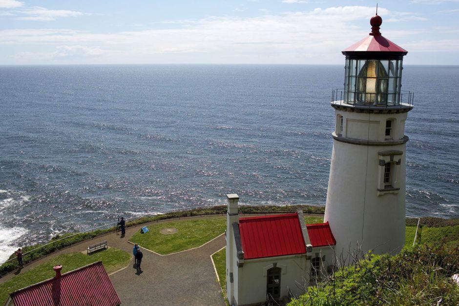 Heceta Headin majakka on nähtävyys Oregonin rannikolla Yachatsin eteläpuolella. Sen edustalla voi kiikaroida merileijonien luolaa. (c) Alex Kampion /tripsteri.fi