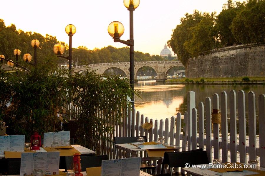 Ravintola Tiber-joen rannalla © Stefano Costantini Flickr CC