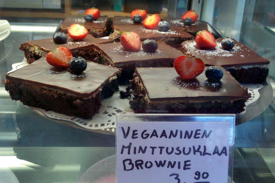 Pella's Cafen minttusuklaiset vegaanibrowniet. @ Siru Valleala