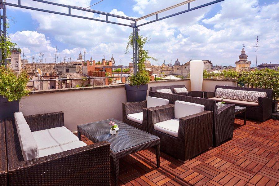 Kattoterassilta on upeat näkymät yli Rooman kattojen © Hotel Indigo
