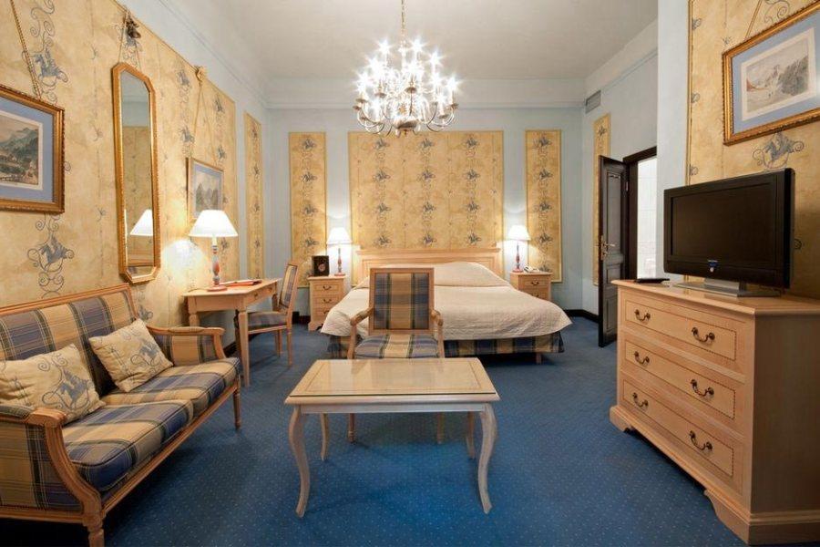 König von Ungarn -hotellissa on sekä perinteisesti että modernisti sisustettuja huoneita. Kuva: König von Ungarn.