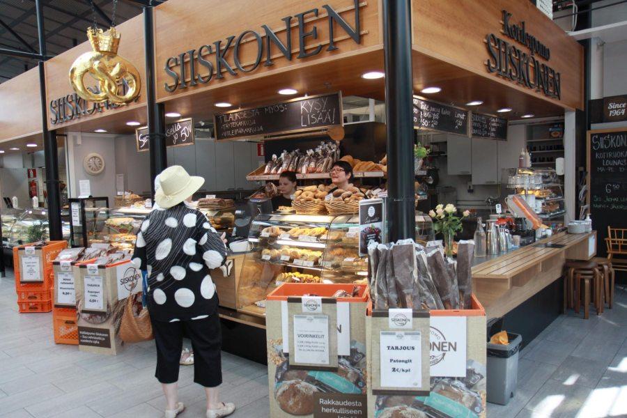 Kotileipomo Siiskosella on myymälä Mikkelin kauppahallissa. Leipomo ja myymälä Punaisen piipun kievari sijaitsee myös Viitostien varressa Mikkelistä noin 20 kilometriä Kuopion suuntaan.