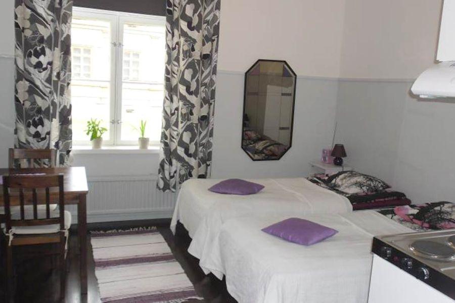 Marjan matkakodilla on hotelli ja hostelli kahdessa eri rakennuksessa Mikkelin vanhalla kasarmialueella. Kuva: Marjan matkakoti.