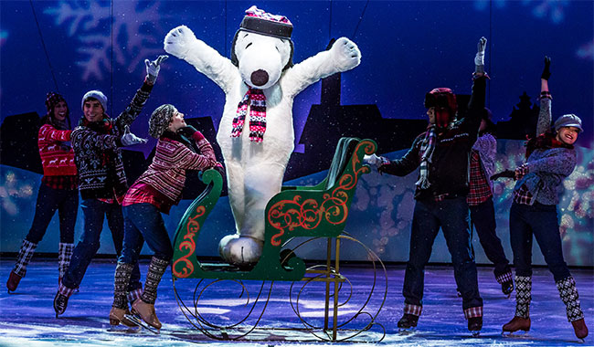 Snoopy on ice in Knotts Holiday Show