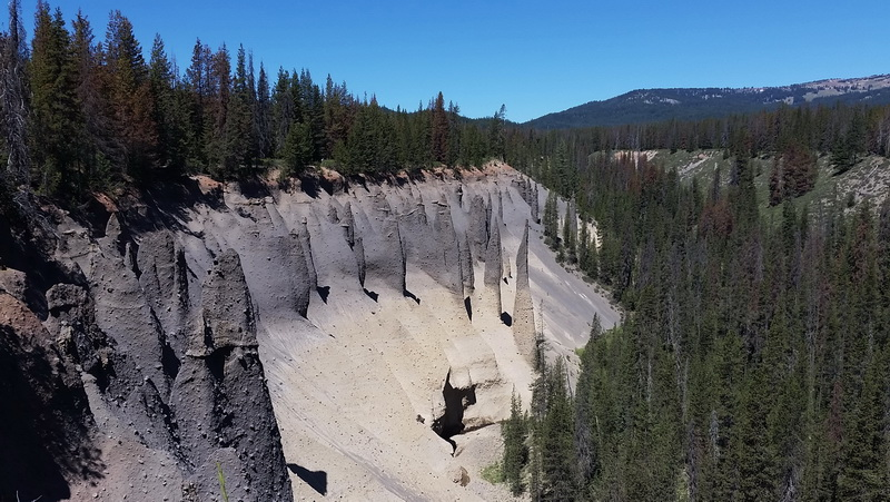 One glimpse of the Hoodoo formations on Pinnacles Trail near Crater Lake