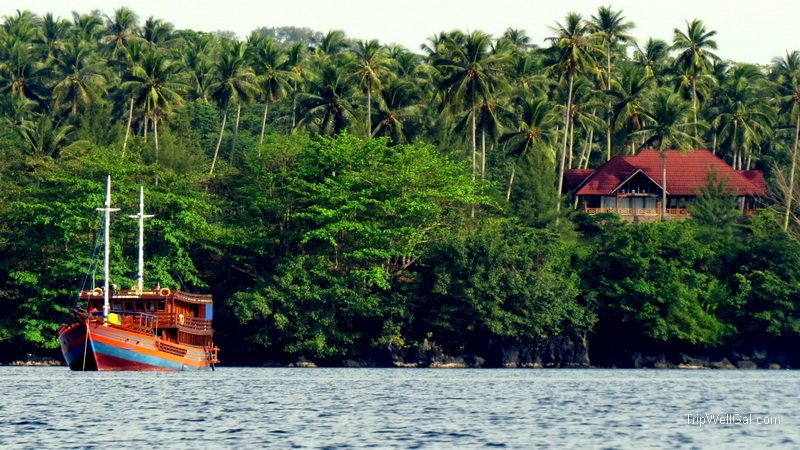 Live aboard in the bay near Lembeh Straits