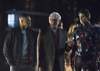 """DC's Legends of Tomorrow -- """"Pilot, Part 1"""" Pictured (L-R): Franz Drameh as Jefferson """"Jax"""" Jackson, Victor Garber as Professor Martin Stein and Brandon Routh as Ray Palmer/Atom -- Photo: Jeff Weddell/The CW © 2015 The CW Network, LLC. All Rights Reserved."""