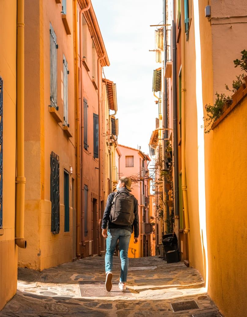 Rues colorées de la ville de Collioure dans les Pyrénnées Oritentales