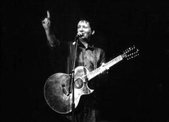 Glenn Tilbrook points out how many gigs Triskel have done! The Venue Pic © Trevor Burgess