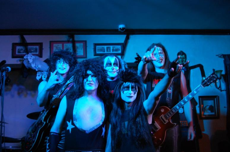 9bar kiss photo