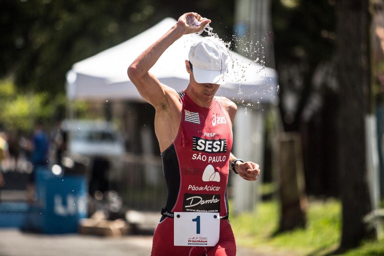 Reinaldo Colucci, campeão do SESC Triathlon Tramandaí. Foto: Rômulo Cruz/ Tri Sport Magazine