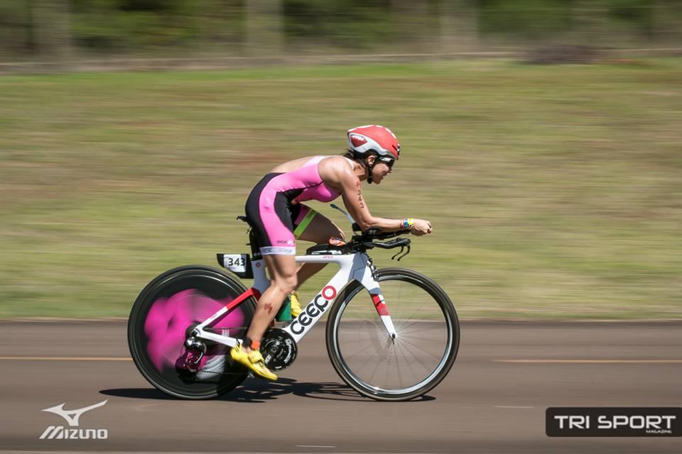 Rosecler Costa no ciclismo do Itaipu IM 70.3 Brasil Paraguay. Foto: Ricardo Andrade