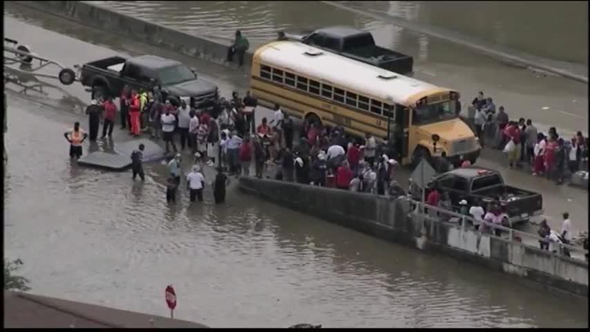 Texas Flooding Red Cross Volunteers_17567575-159532