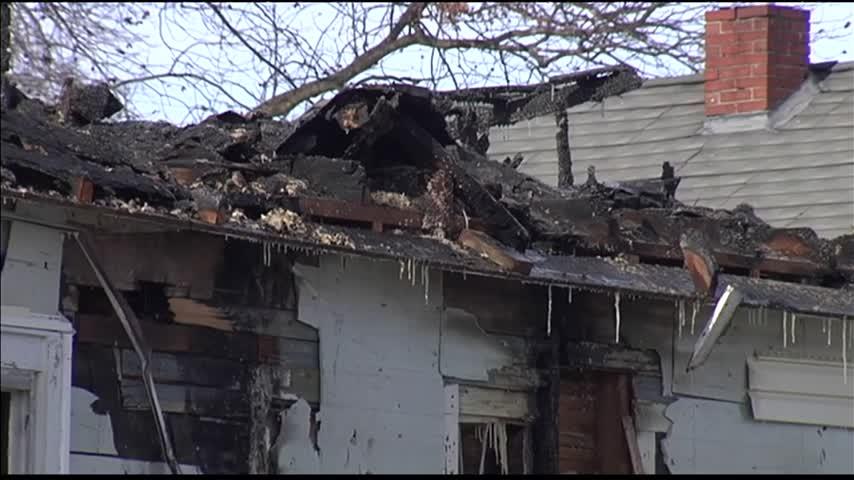 Overnight Fire Destroys House_27084554