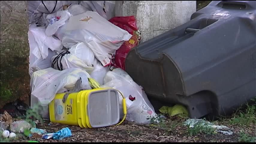 Neighbors Fed Up With Trash-Filled House_87955678