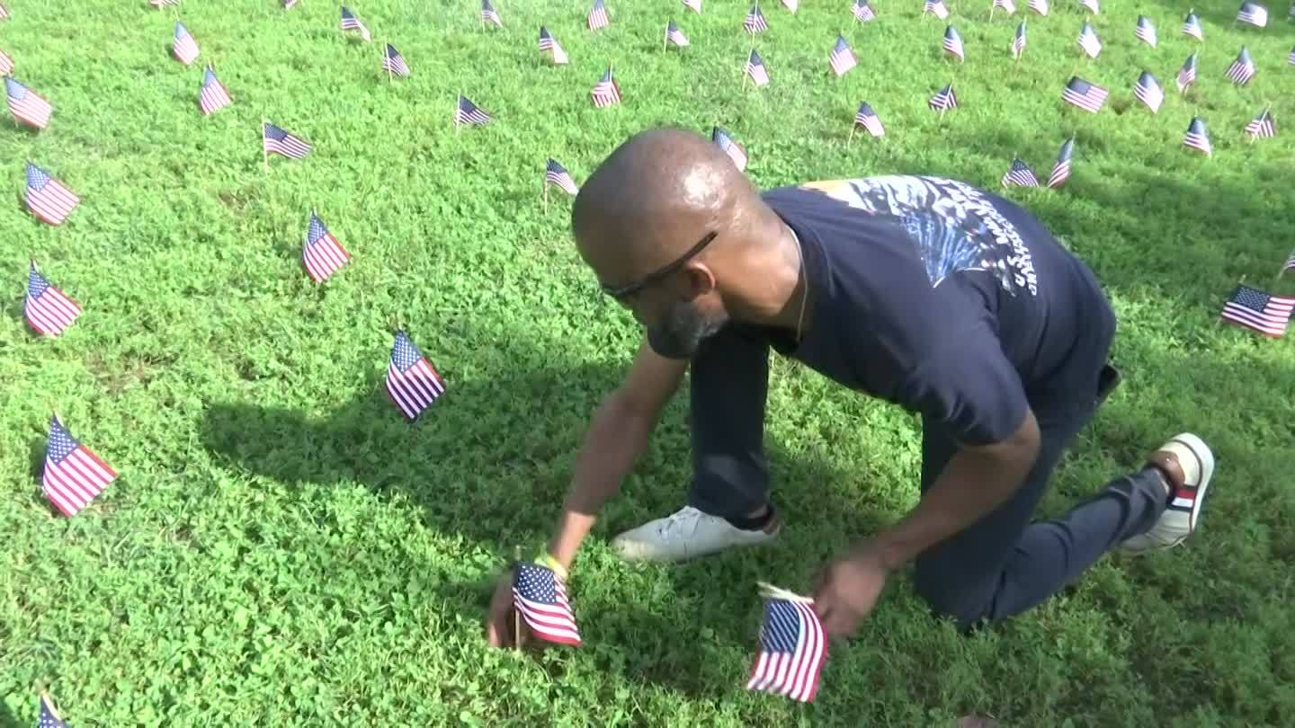 Flags_placed_on_National_Mall_to_bring_a_0_20181003212641