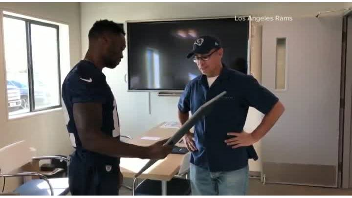 Rams_player_surprises_employee_with_Supe_6_20190131201226