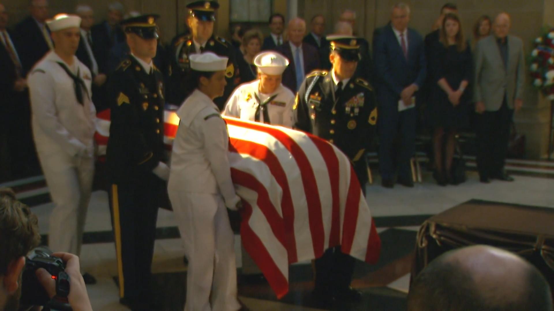 US Sen. Richard Lugar lies in repose in Indiana Statehouse