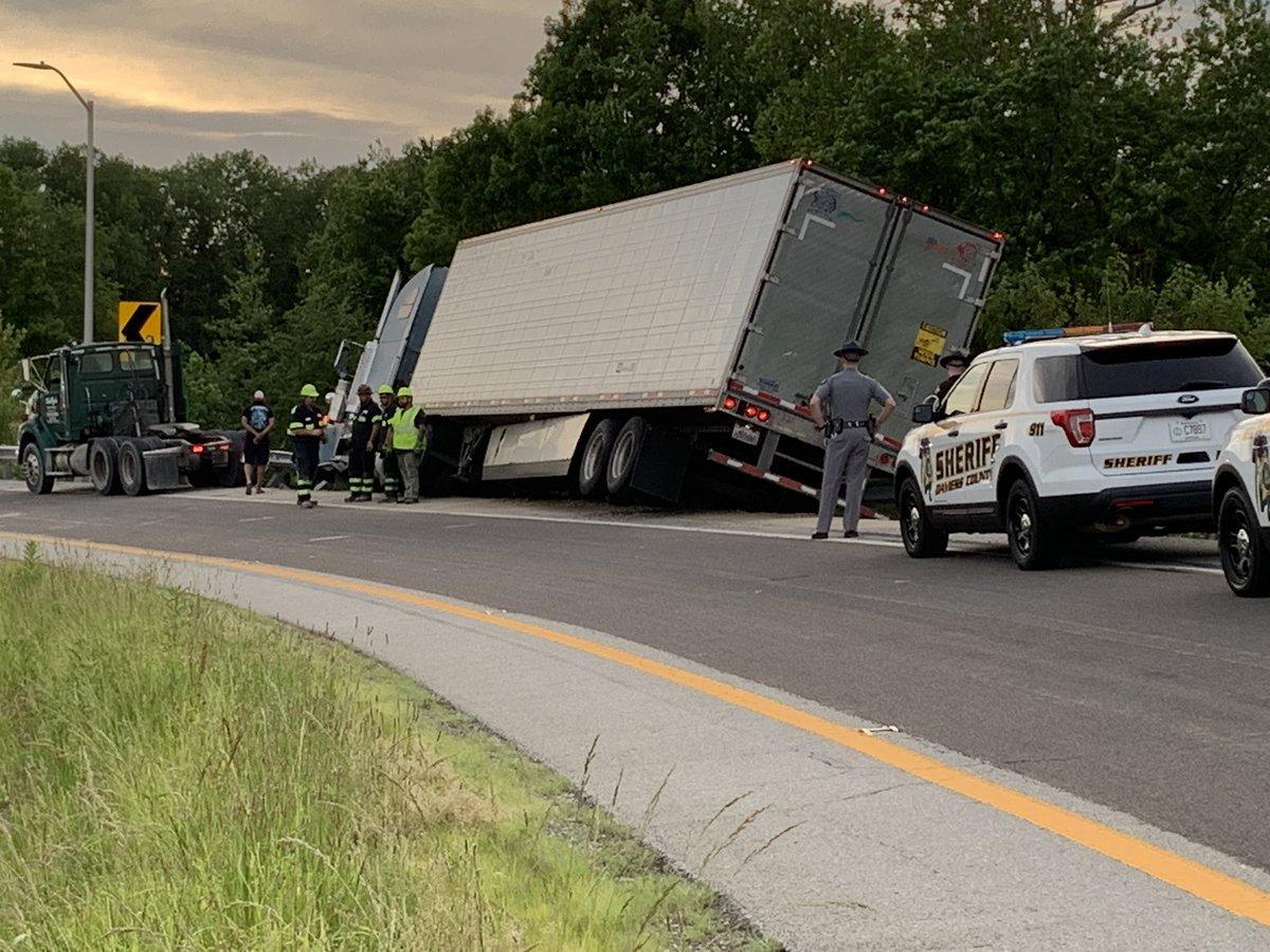 semi truck accident daviess county_1558400841511.jpg.jpg