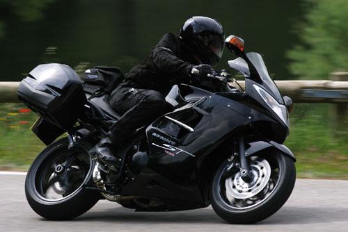 sprint-st_accessorised_riding