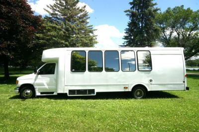 limo-coach-22-passenger-TT-44-15